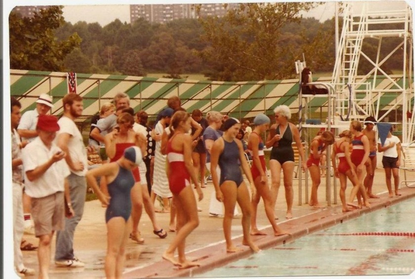 70s-pool-swimmers
